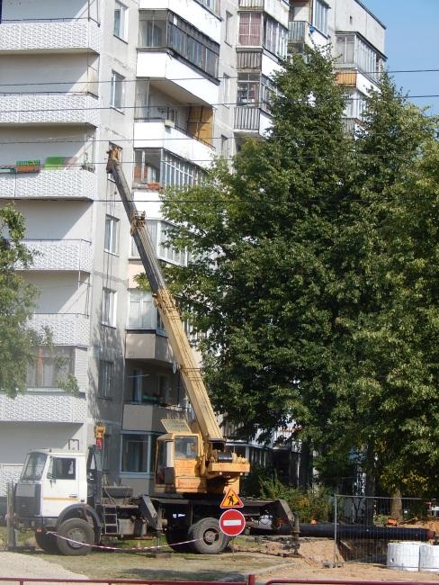 Работа строителя и опасна, и трудна...