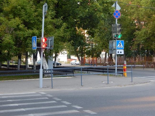 Звуковые светофоры на улице Советской Армии.