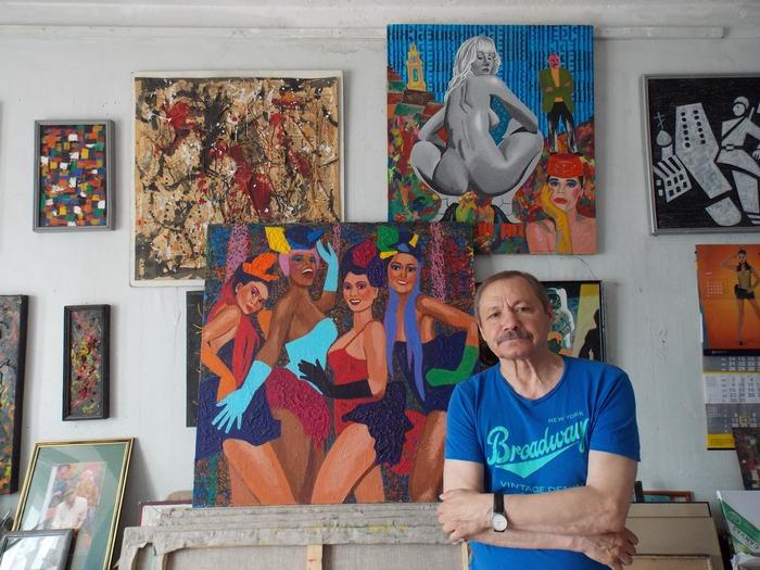 Олег Крошкин в своей художественной мастерской