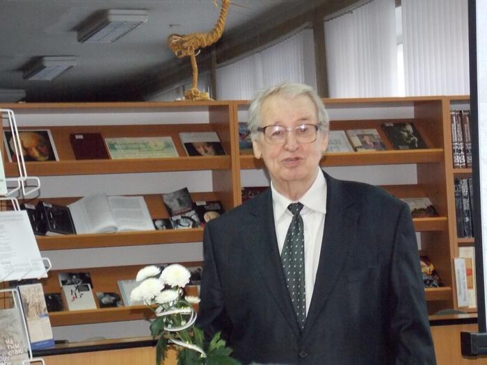 Уладзімір Папковіч на святкаванні свайго юбілею ў Віцебскай абласной бібліятэцы