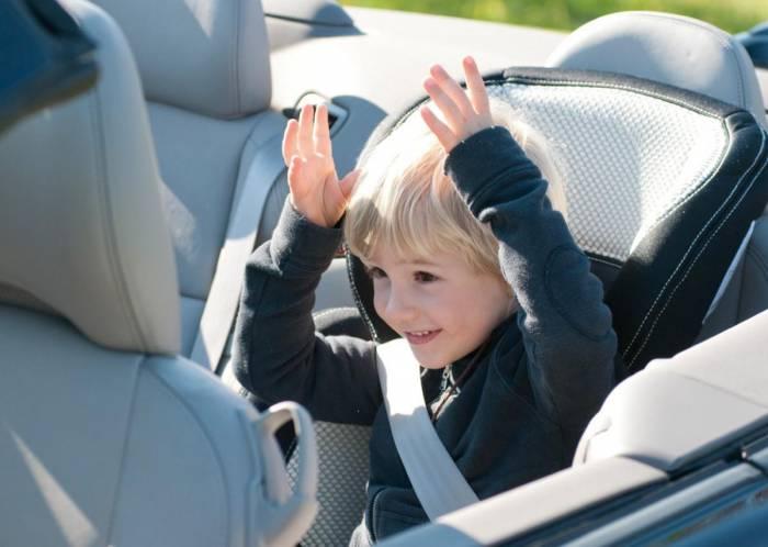 Перевоз-детей-в-автомобиле