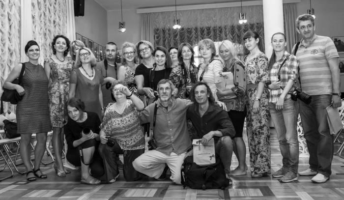 Группа участников и организаторов фотопроекта в театре имени Якуба Коласа. Фото Владимира Васильева
