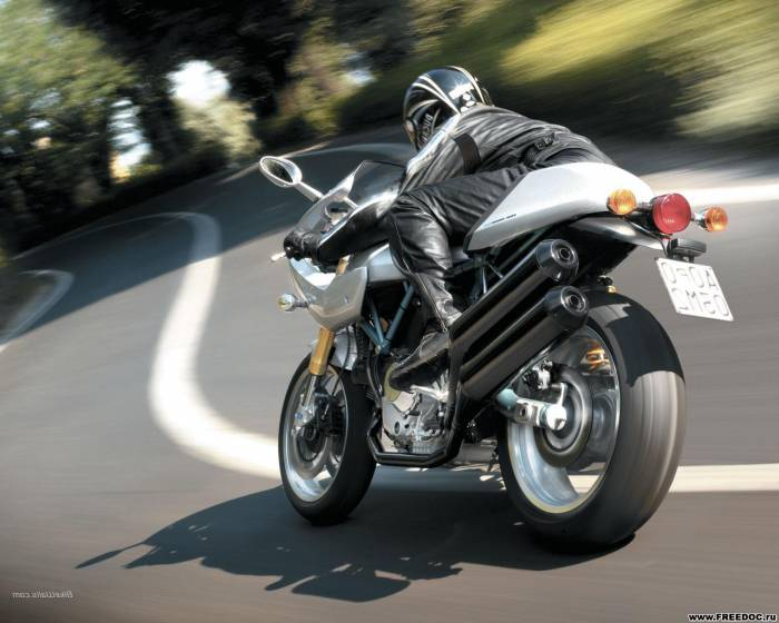 sport-bike-at-speed-wallpaper (1)