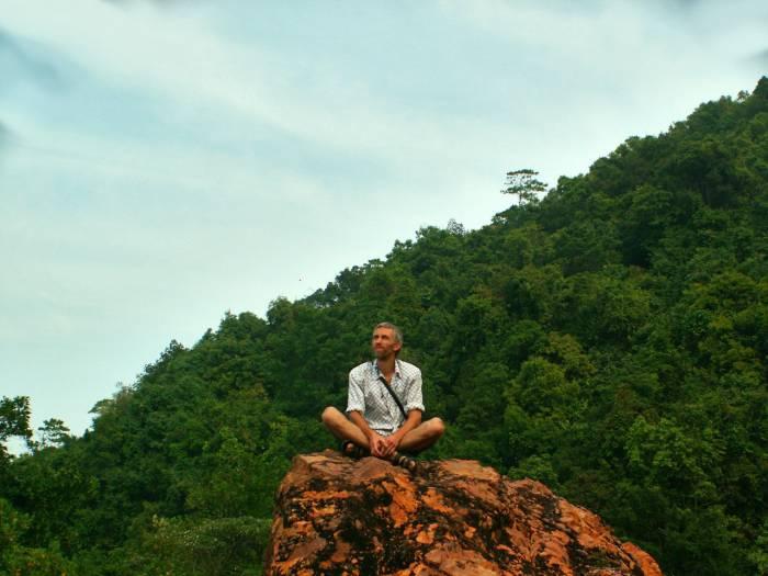 В Таиланде Дмитрий отлично вписывался в пейзаж