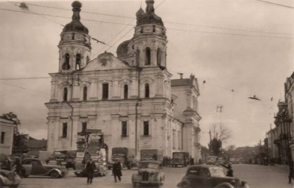 https://vkurier.by/wp-content/uploads/2015/09/800px-Nicholas_Cathedral_War-600x385.jpg
