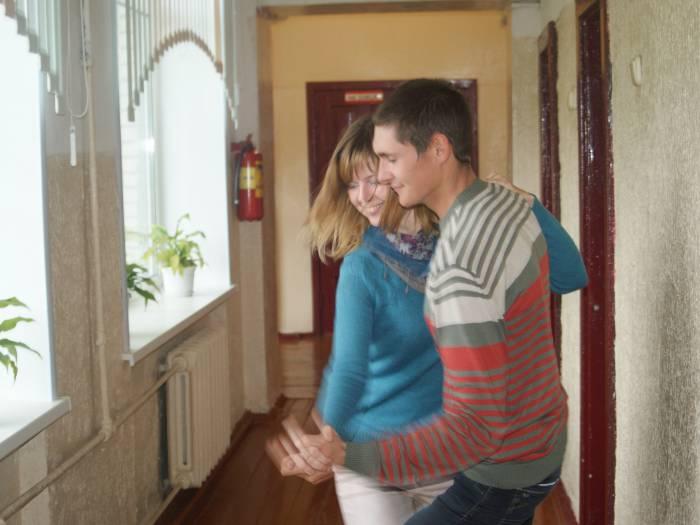 Артём и Марина Булатовские танцевали прямо в коридоре