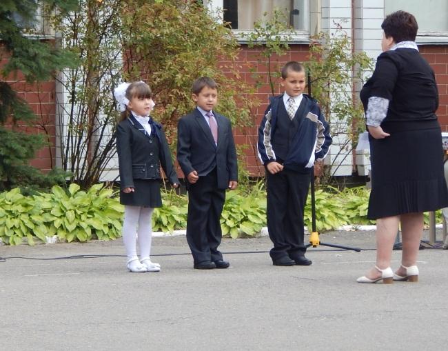 Мы пришли сегодня в школу, чтоб отличниками стать!