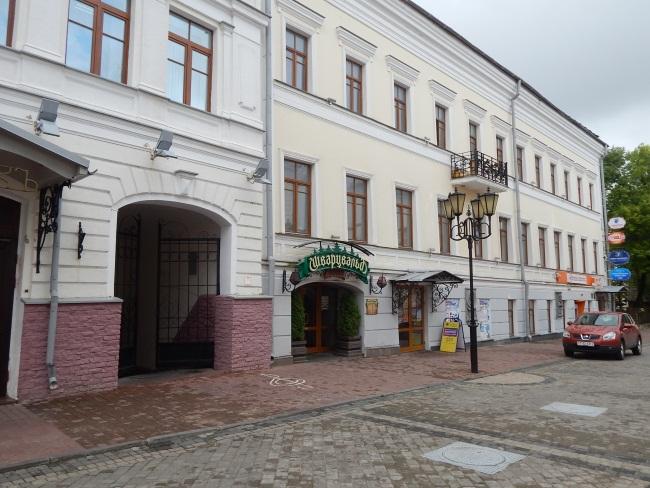 Банки на улице Толстого были всегда.