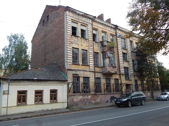 Старинный дом практически разрушен