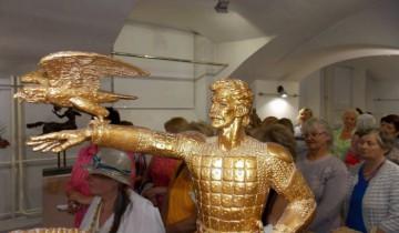 На открытии выставки скульптора Сергея Бондаренко в Витебском художественном музее. Аналог монументального памятника Ольгерду  для выставочных залов