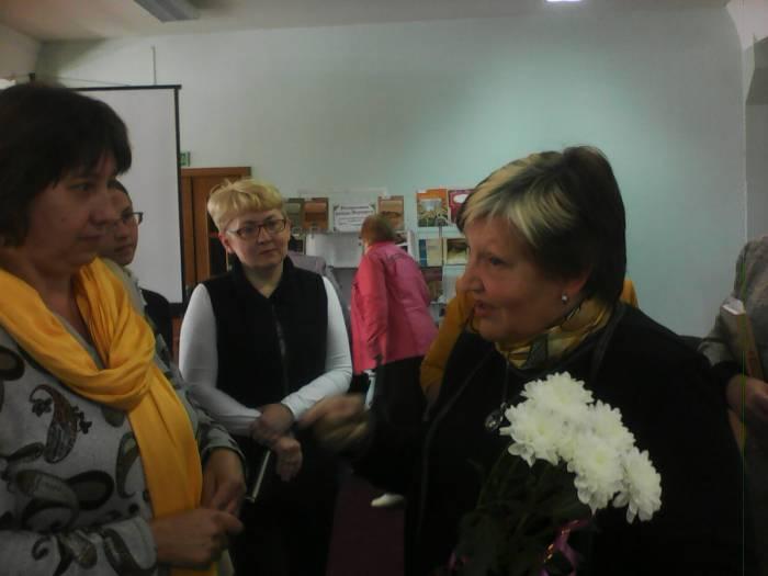 После завершения презентации Ольга николаевна Левко отвечает на вопросы пришедших на встречу