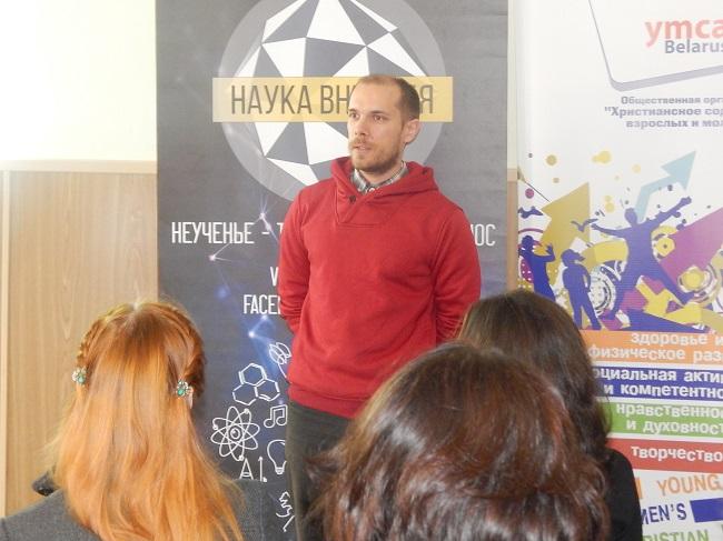 Василий Панкратов выступает перед слушателями