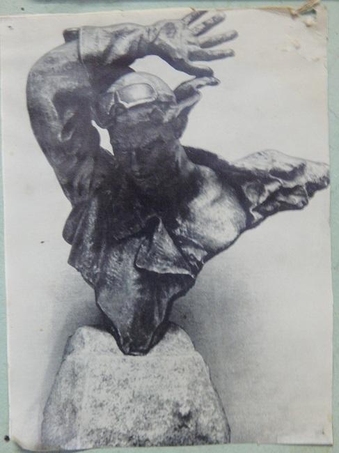 Фотография памятника Гастелло в мастерской Александра Гвоздикова