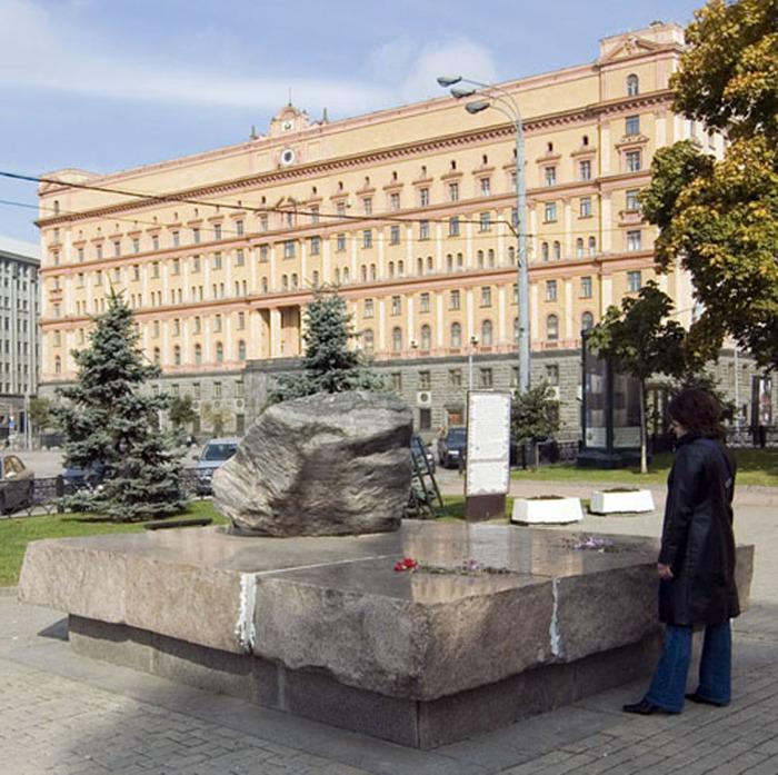 соловецкий камень в Москве с сайта ru.advisor.travel/poi/Soloveckiy-kamen-8412