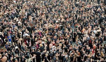толпа с сайта yandex.by/images
