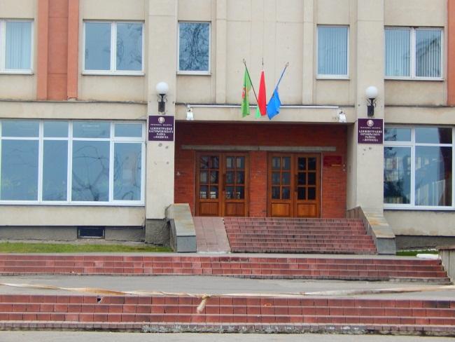 На здании администрации Октябрьского района флаги есть!