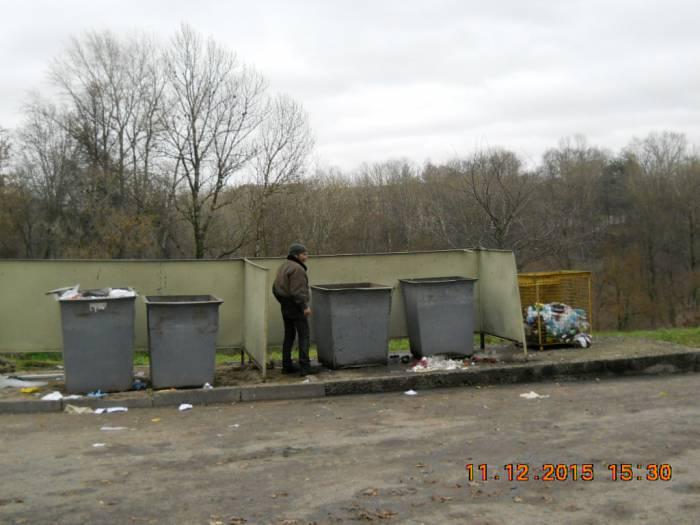 Контейнеры у дома 2 по улице Советской