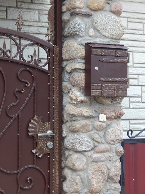 Мой дом - моя крепость. И почтовый ящик тоже должен быть недоступен для окружающих