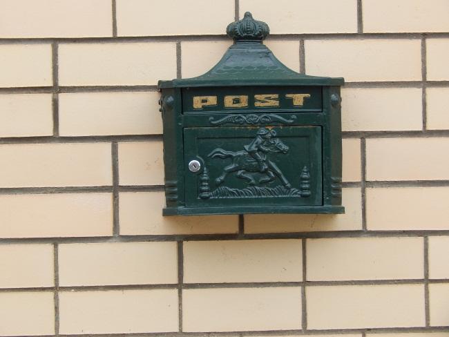 Сначала почту доставляли конные почтальоны