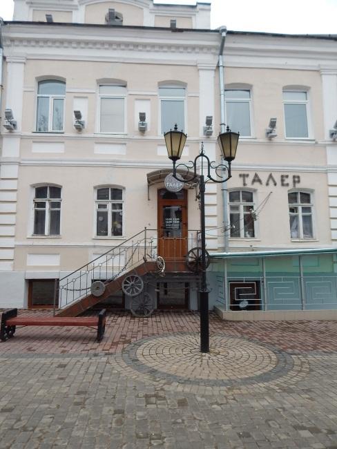 На старинной улочке и магазины особые