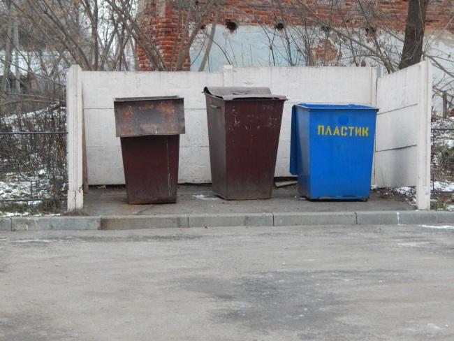 Площадка для сбора мусора на улице Революционной