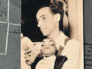Гердт как ведущий кукол. Источник:kp.ru