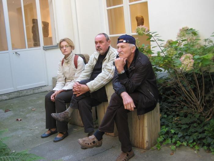 Марина Карман, Олег Сковородко, Виктор Шилко у Музея Цадкина в Париже