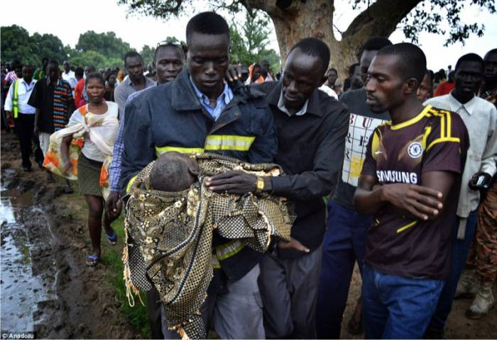 Из самолета был выброшен годовалый ребенок Он выжил
