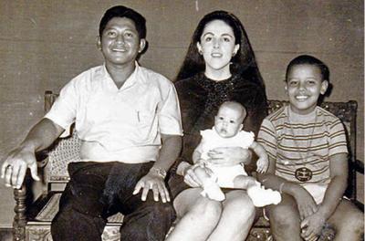 Барак с матерью и отчимом. Фото top-antropos.com