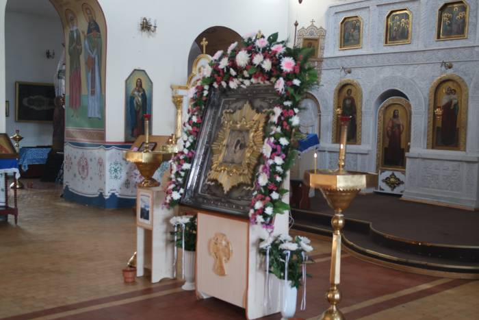 Икона Казанской Божьей матери в монастыре (серебряный оклад)