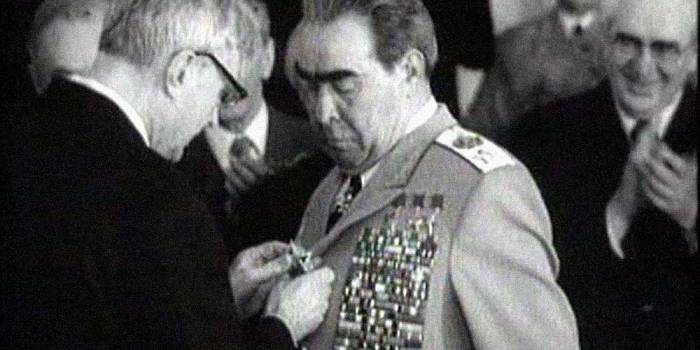 награждение Брежнева Победой Источник: yandex.by