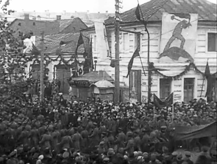 парад в Витебске ноябрь 1918