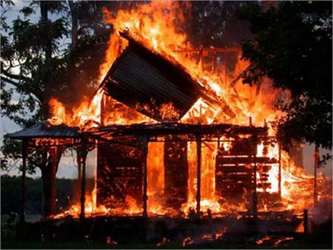 Жилые дома загораются быстро. Фото stlad.ru
