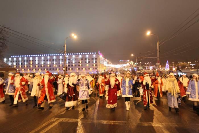 Шествие Дедов Морозов в Витебске 2011 год. Источник: vitbichi.by