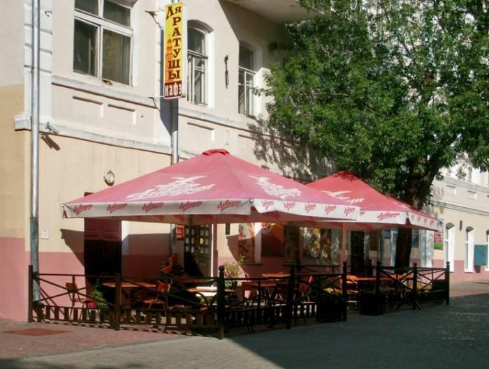 Снято на улице Толстого 19 августа 2014 г.  дерево за летним кафе ещё на месте