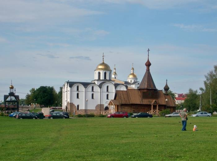 Вид на Успенский собор закрывают ещё три здания