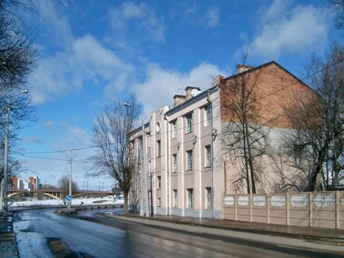 Снято в марте 2012 В доме ещё живут люди
