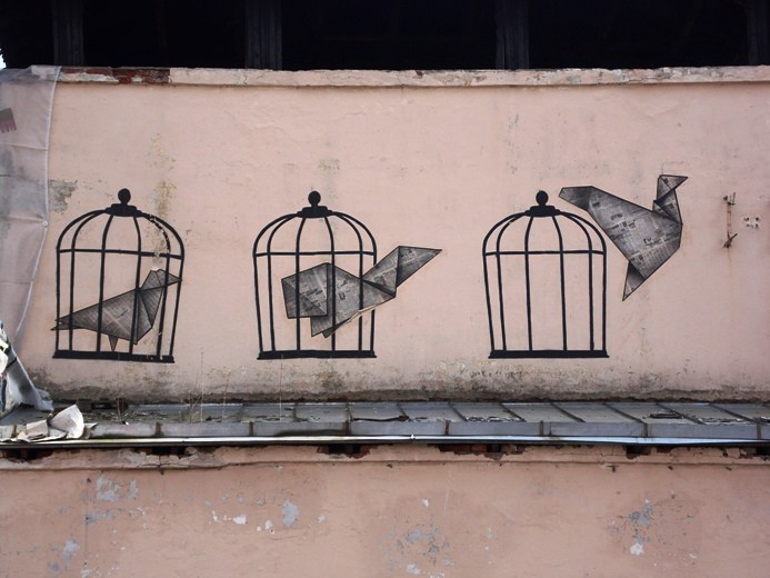 Три клетки на здании бывшего РДК на ул.Ильинского