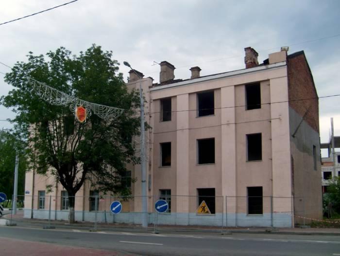 Снято 20 августа 2014 Перед сносом в здании были демонтированы окна