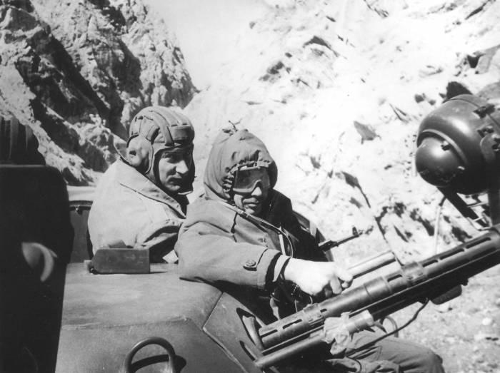 Валерий Чкалов (слева) в Афганистане. Фото из личного архива Валерия Чкалова.