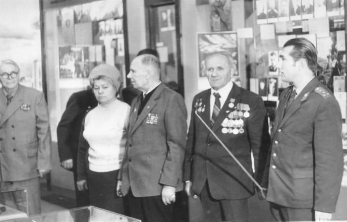В витебском музее воинов-интернационалистов. Чкалов стоит справа. Фото из личного архива Валерия Чкалова.