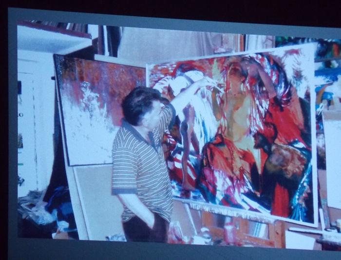 Возвращение Анатолия Изоитко... Демонстрация фотографий на экране во время открытия выставки
