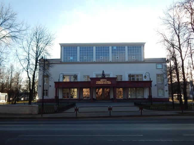 Во дворце культуры танцы и кружки для детей и взрослых