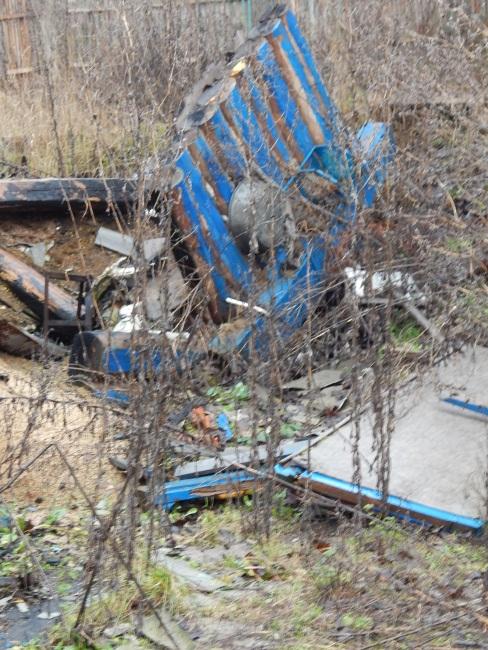На месте сада-огорода лишь грязь да останки дома