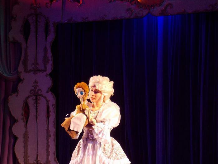 Дарья Зимницкая в роли Золушки в одноимённом спектакле Виктора Климчука