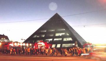 Плазмоид над пирамидой