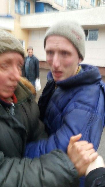 Правонарушитель и его мать. Зафиксировано очевидцем происшествия. Источник: соц. сеть