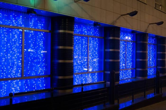 Подсветка в холодных тонах на БПС банке, выполненная в одном цвете смотрится очень стильно