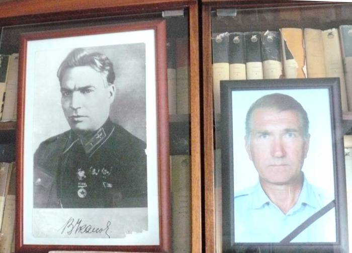 В квартире Чкаловых фото геройского дяди и племянника висят рядом