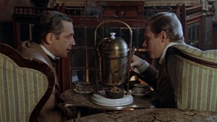Шерлок Холмс (Василий Ливанов) и доктор Ватсон (Виталий Соломин). Источник: https://image.tmdb.org/